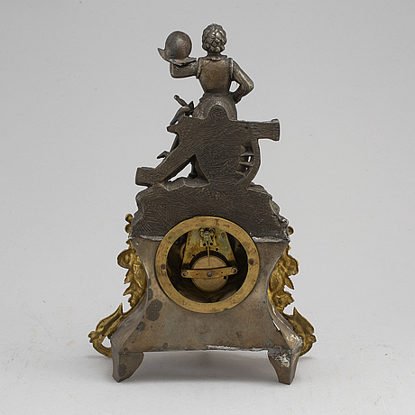 A late 19th century mantle clock
