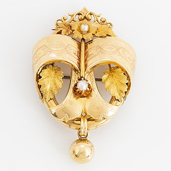 18K gold brooch, 1800's, with box.