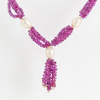 Cultured pearl and pink stone necklace.