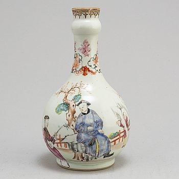 A famille rose bottle vase, Qing dynasty, Qianlong (1736-95).