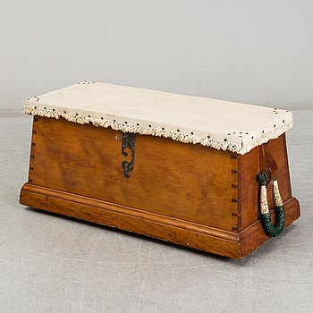 An early 20th century wooden sailors chest.