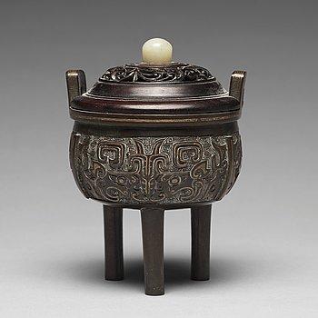 659. A tripod bronze censer Qing dynasty, 19th Century.