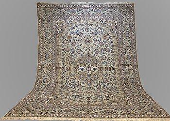 A CARPET, Kashan, Signerad Isfahanian, ca 372 x 278  cm.