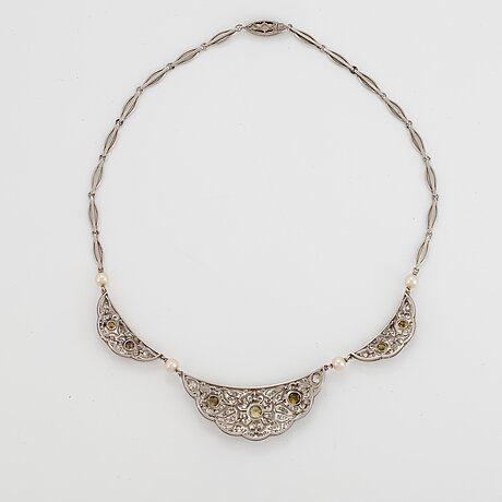 A platinum necklace set with diamonds and pearls.