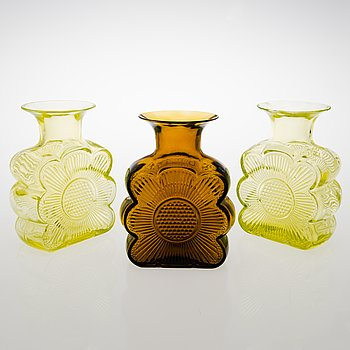 TAMARA ALADIN, A set of three 'Amuletti' glass vases, 1731, Riihimäen Lasi, 1971-1975.
