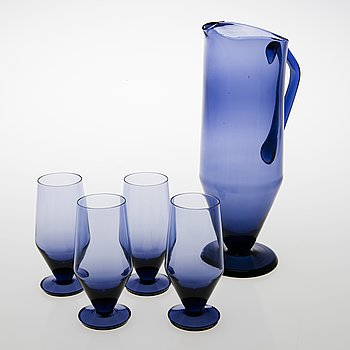 TAMARA ALADIN, A wine carafe with four wine glasses, Riihimäen Lasi, 1961-64. Design year 1961.