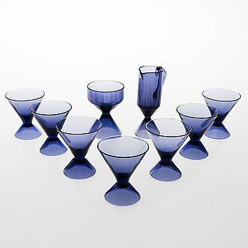 TAMARA ALADIN, A set of seven liqueur glasses, a sugar bowl and a cream jug of the X-series, Riihimäen Lasi 1961-1964.