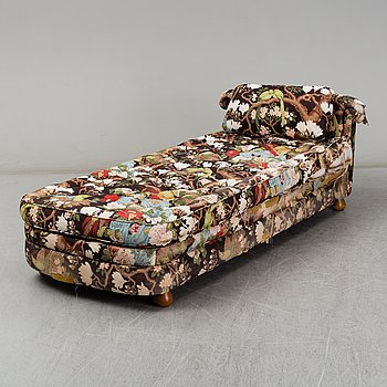 A model 775 daybed by Josef Frank for Firma Svenskt Tenn.