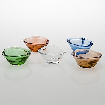 HELENA TYNELL, Five bowls/ash trays Riihimäen Lasi Oy. In production 1949-1958.