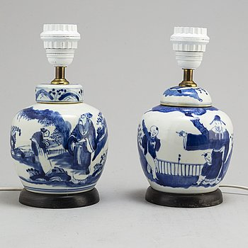 a pair of chinese porcelain table lamps from the 20th century.