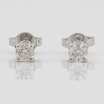 ENSTENSÖRHÄNGEN, med briljantslipade diamanter, totalt ca 0,50 ct.