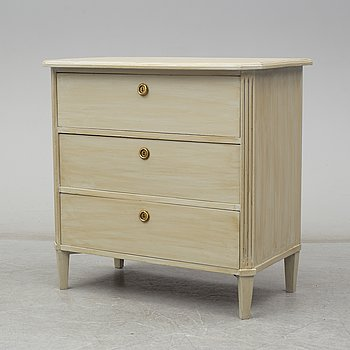 A first half of the 20th century Gustavian style chest of drawes.