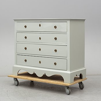A 19th century chest of drawers.