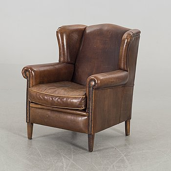 AN LEATHER EASY CHAIR.