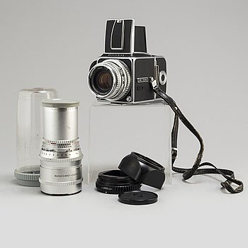 A Hasselblad 500 C with two lenses: Planar 1:2,8 80mm and Sonnar 1:5,6 250 mm.