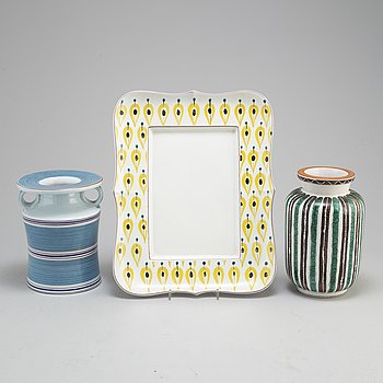 STIG LINDBERG, a faience dish and two vases from Gustavsberg studio.
