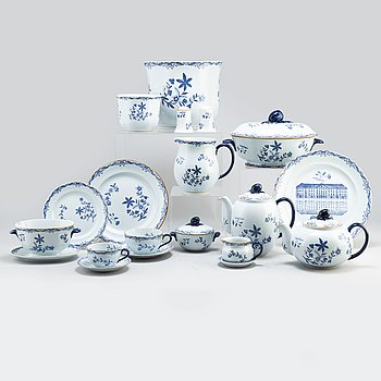 A part coffee and dinner 'Ostindia' earthenware service, from Rörstrand (107 pieces).