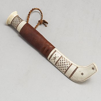 A sami knife in reinder horn, birch and leather by Folke Fjällström, dated -80.