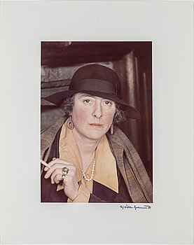 GISÈLE FREUND,  fotografi signerat och stämplat, porträtt av Victoria Sackville-West.