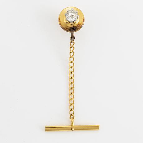 Pin med gammalslipad diamant ca 0,35 ct, med kedja med stav, gulmetall