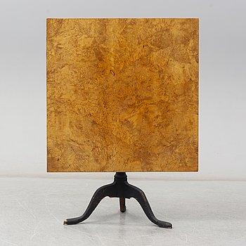 An early 19th Century tilt top table.