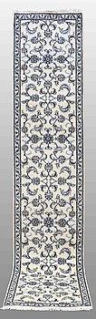 A RUNNER, Nain, ca 380 x 80 cm.