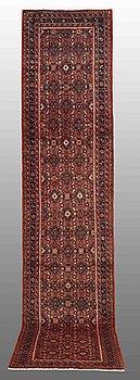 A RUNNER, Hamadan, ca 390 x 85 cm.