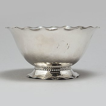 a silver bowl by CG Hallberg, memory of the Olympic games 1924 for soccer-player Konrad Hirsch.