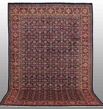 A carpet, Mahal, ca 336 x 245 cm.