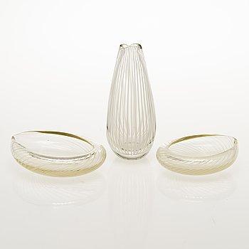 NANNY STILL 1950s Vuokko vase with two Tohveli bowls, signed Riihimäen Lasi Oy Nanny Still.