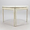 An extendable dining table in gustavian style from the latter half of the 20th century.