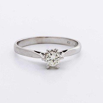 RING 18K whitegold w 1 brilliant-cut diamond approx 0,25 ct.