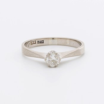 RING 18K whitegold w 1 brilliant-cut diamond 0,36 ct engraved, Stockholm 1974.
