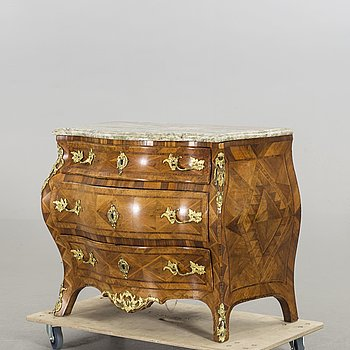 A SWEDISH ROCOCO CHEST OF DRAWERS, 18th century.