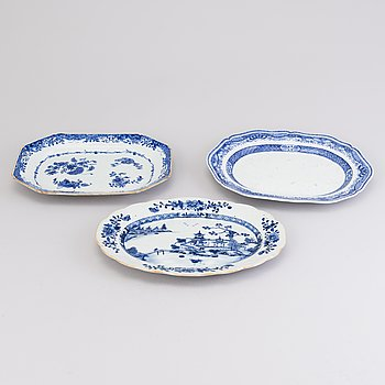 THREE CHINESE SERVING DISHES, porcelain, China Qianlong late 18th century.