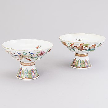 Two Chinese bowls, late 19th century.
