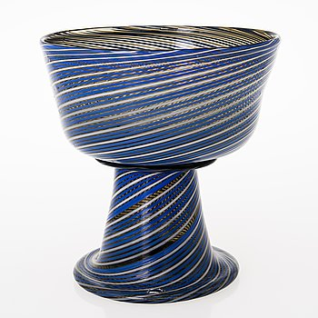 HEIKKI ORVOLA, A footed filigree glass bowl, signed Heikki Orvola Nuutajärvi Notsjö.