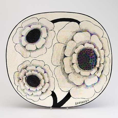 Birger kaipiainen, a decorative dish signed kaipiainen arabia.