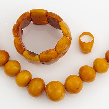 Necklace, ring and bracelet, amber.