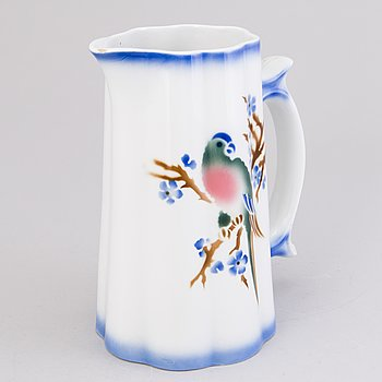 """A 1940s """"Parrot"""" faience pitcher, Arabia, Finland."""