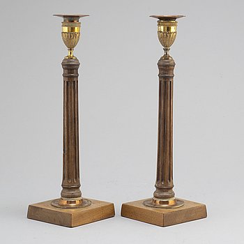 A pair of George III candlesticks, England, ca 1800.