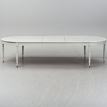 A late 19th century dining table.
