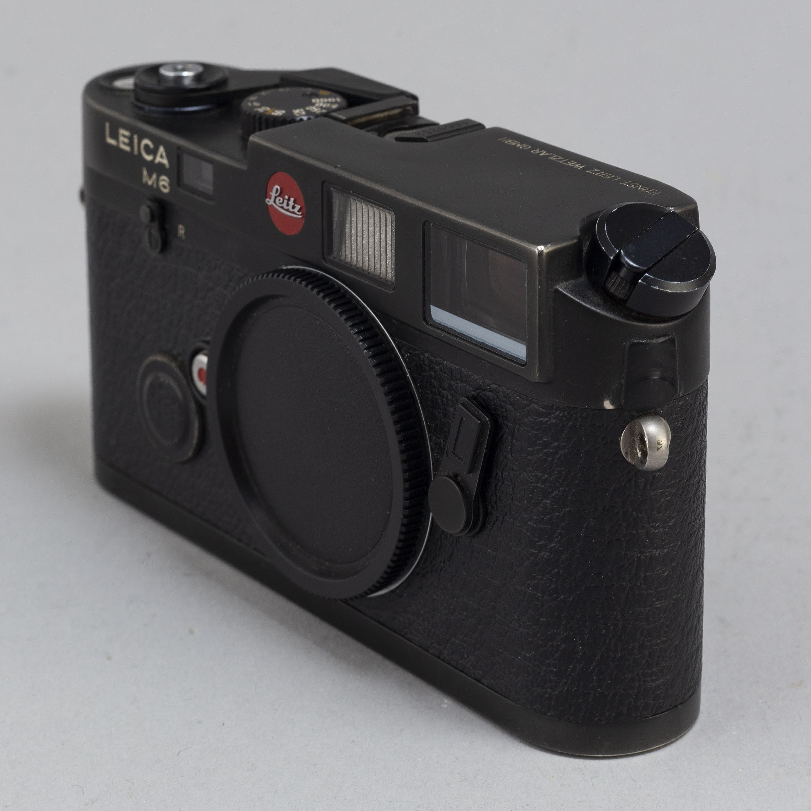 A Leica M6 body with a Summilux 1:1 4/50  - Bukowskis