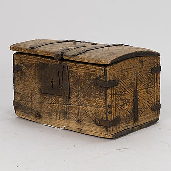 A CHEST 16TH/17TH CENTURY AND A TOBACCO BOX 19TH CENTURY.