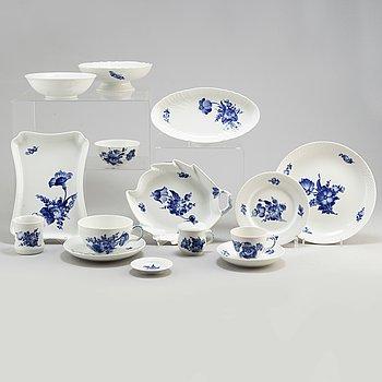 A 32 piece 'Bå blomst' porcelain service, Royal Copenhagen, Denmark, second half of the 20th century,