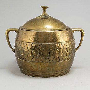 An early 20th century lidded  brass container.