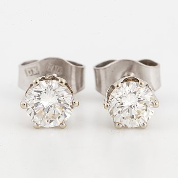 ÖRHÄNGEN, ett par, med briljantslipade diamanter.