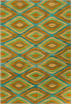 A CARPET, flat weave, ca 287 x 198 cm.