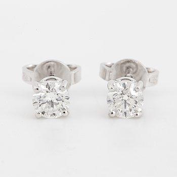 Brilliant-cut diamond stud earrings, IGI-report.