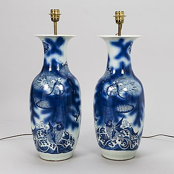 A PAIR OF URNS CHANGED TO TABLE LAMPS, porcelain, China 19th century.